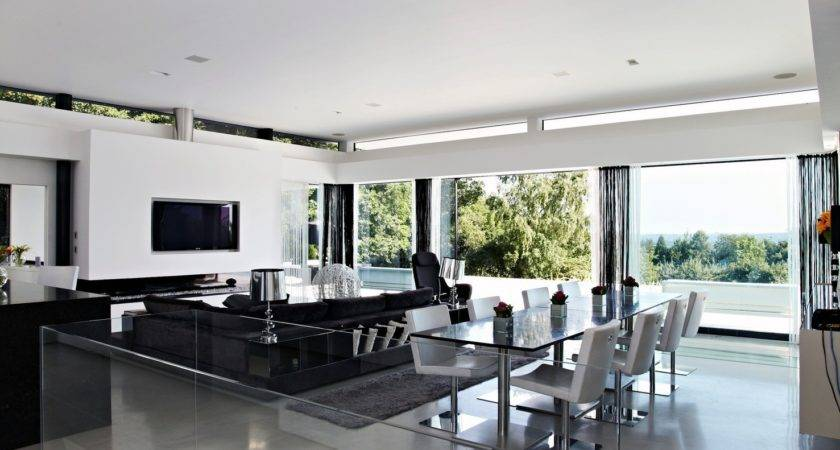 Contemporary Home Open Panoramic Views