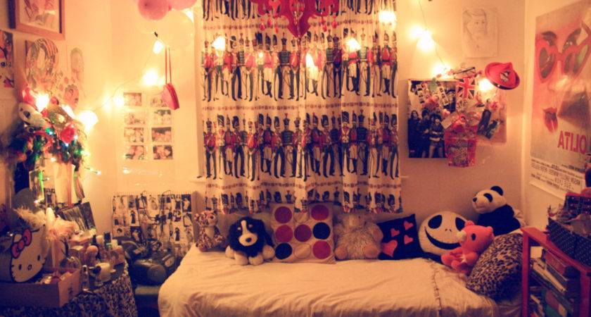 Creative Ways Decorate Your Bedroom String Lights