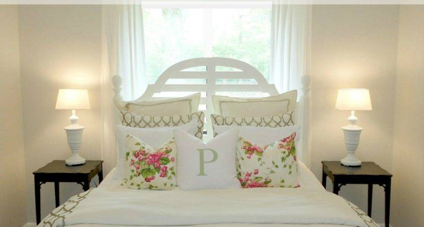Decorate Small Bedroom Tight Budget