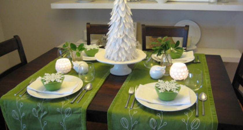 Dreaming Christmas Table Setting Bright Spot