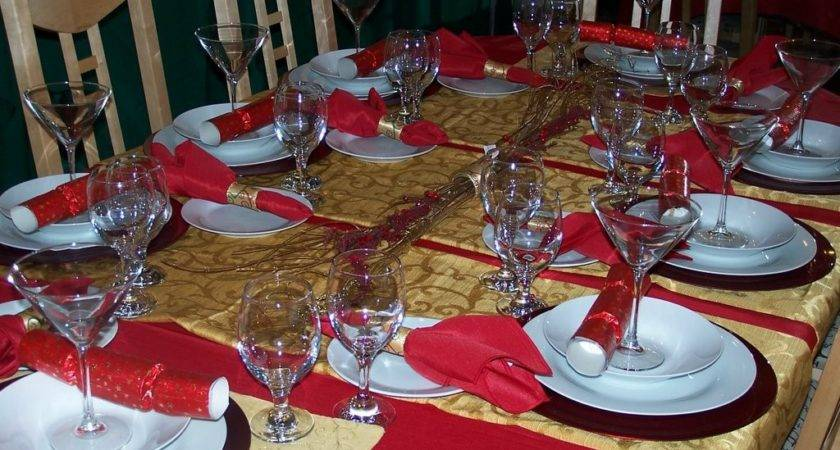 Gold Red Christmas Table Settings
