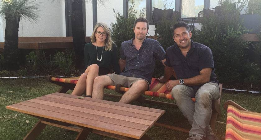 Jamie Durie Front Yard Makeover Living Room
