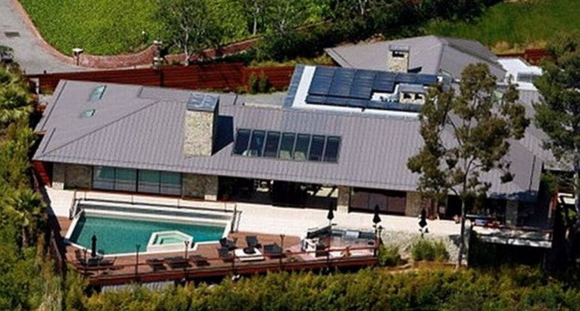 Jennifer Aniston Selling Her Beverly Hills Home