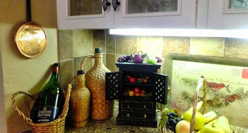 Kitchen Counter Decor Design Ideas