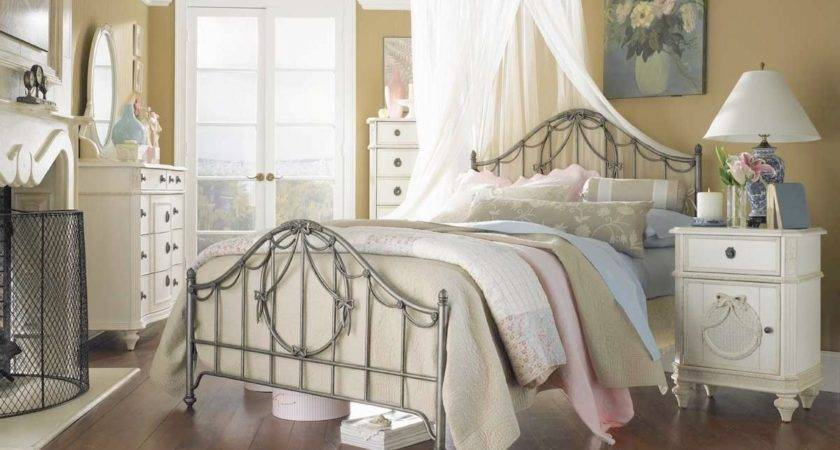 Lovely Country Bedrooms Decorating Modern Bedroom