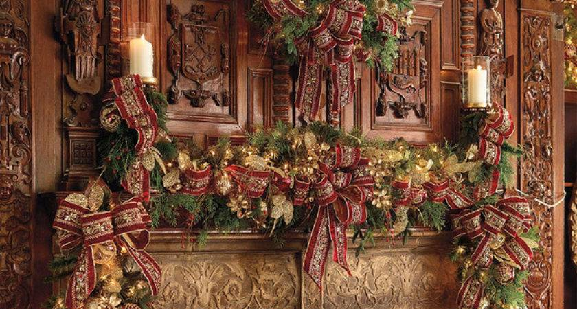 Plaza Pre Lit Decorated Christmas Wreath Cordless Led