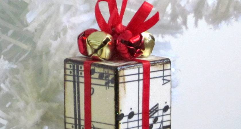 Small Christmas Tree Ornament Red Sheet Music