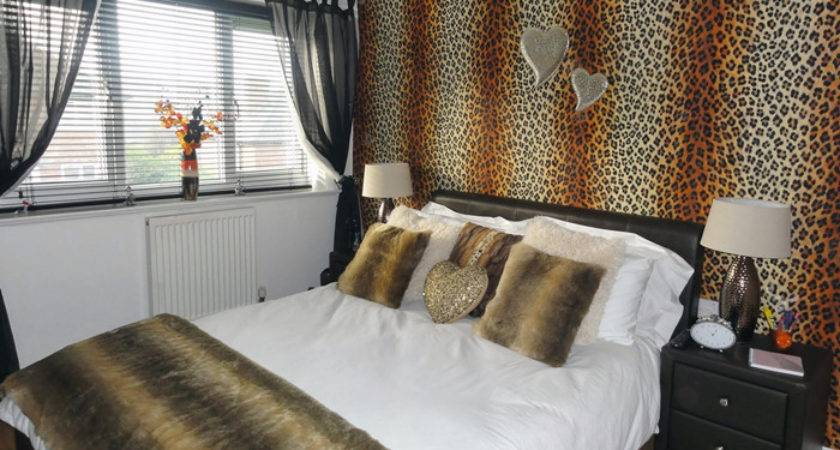 Teenagers Leopard Skin Bedroom Makeover