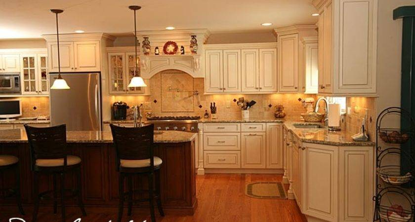 Traditionl Staggered Height Cabinets Brick Design